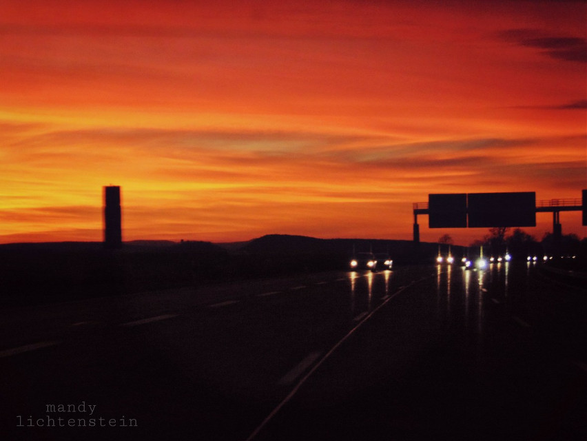 I hope you had a nice day ... but what do you expect from monday😵❤  Here is a picture of our trip at the weekend! 👍😍  #sunset #ontheroadagain #road #autumn #weekend #sunday #freeway  #photography  #colorful  #colorsplash  #travel #cars  #people  #emotions 🌆🚗