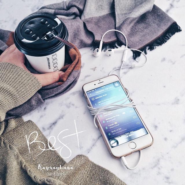 Follow my #instagram : rayrayhana  #iphoneonly #starbucks #coffeetime #music