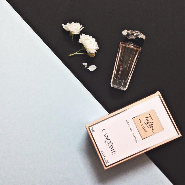 #lancome #tresor #mini #perfume #art #babyblue #flatlay #party #photography #sky #black